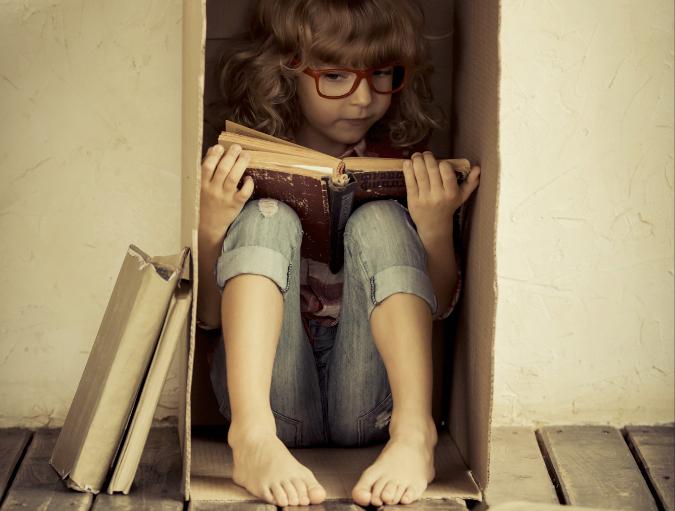 Copia di bimba che legge