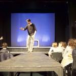 Scena dello spettacolo teatrale Auschwitz: il volontario