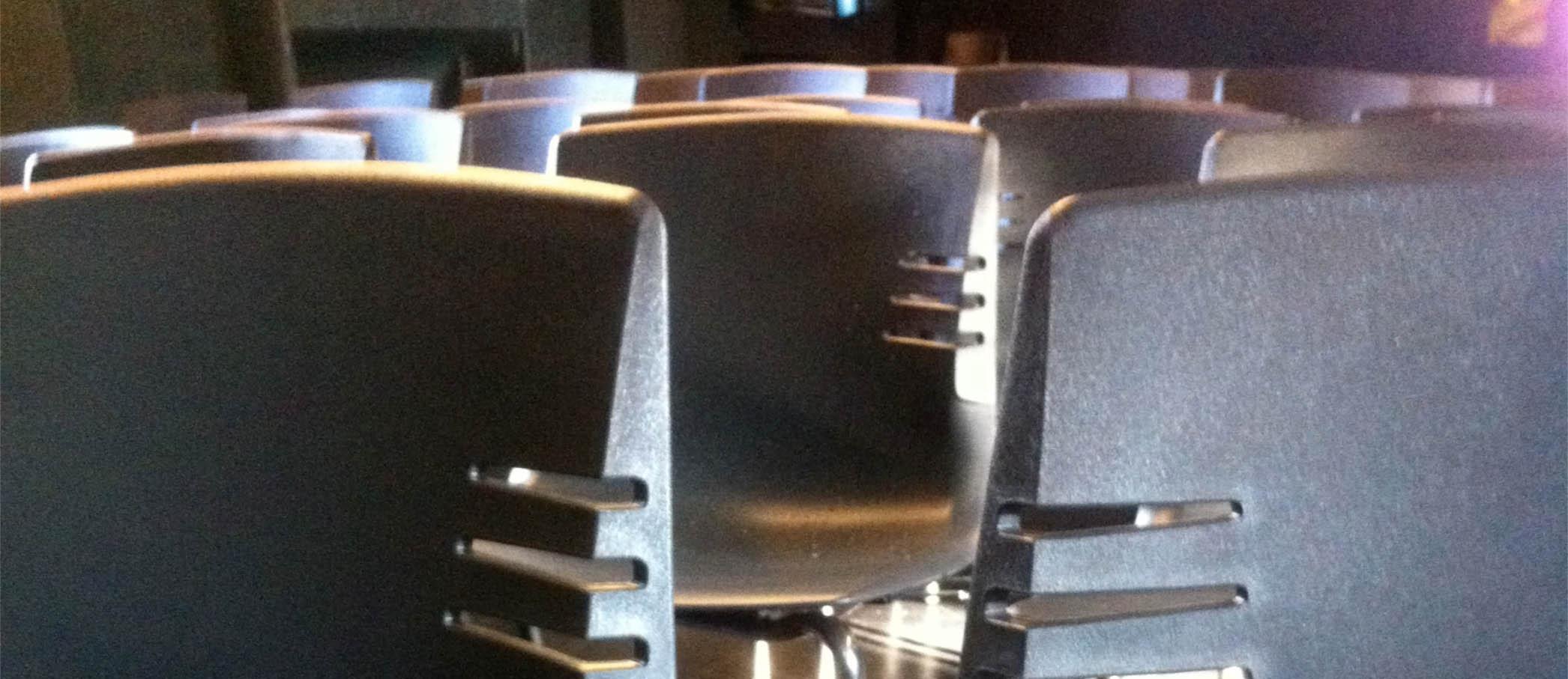 sala-sedie